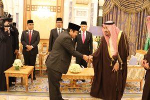 HAJI INDONESIA -- Saat Idris Laena bersama rombongan Pimpinan MPR RI diterima Raja Salman di Arab Saudi (Ist/Nur)